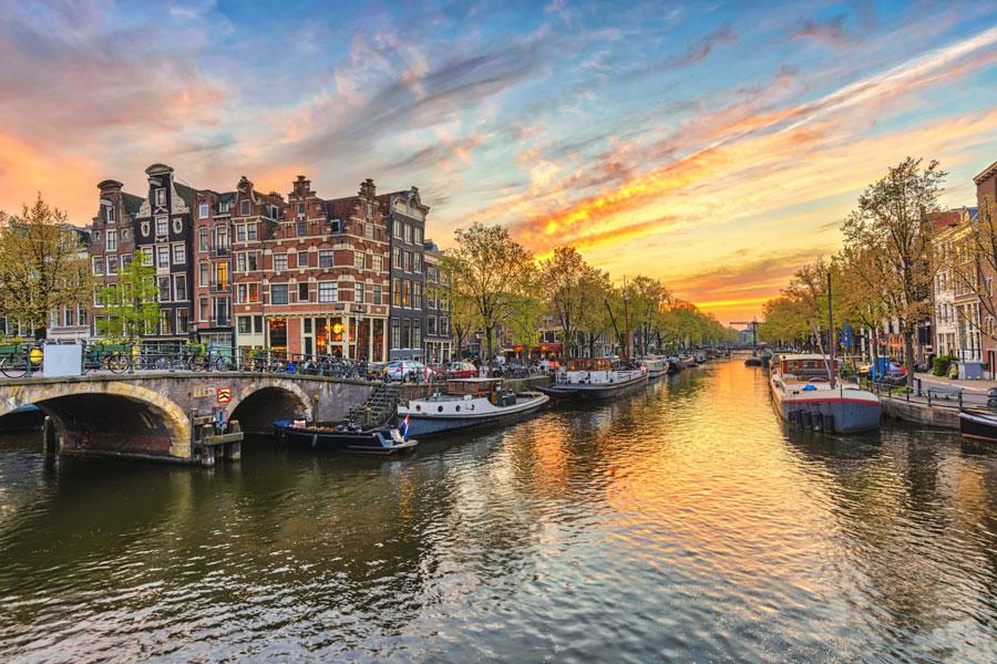 کانال های آبی شهر آمستردام