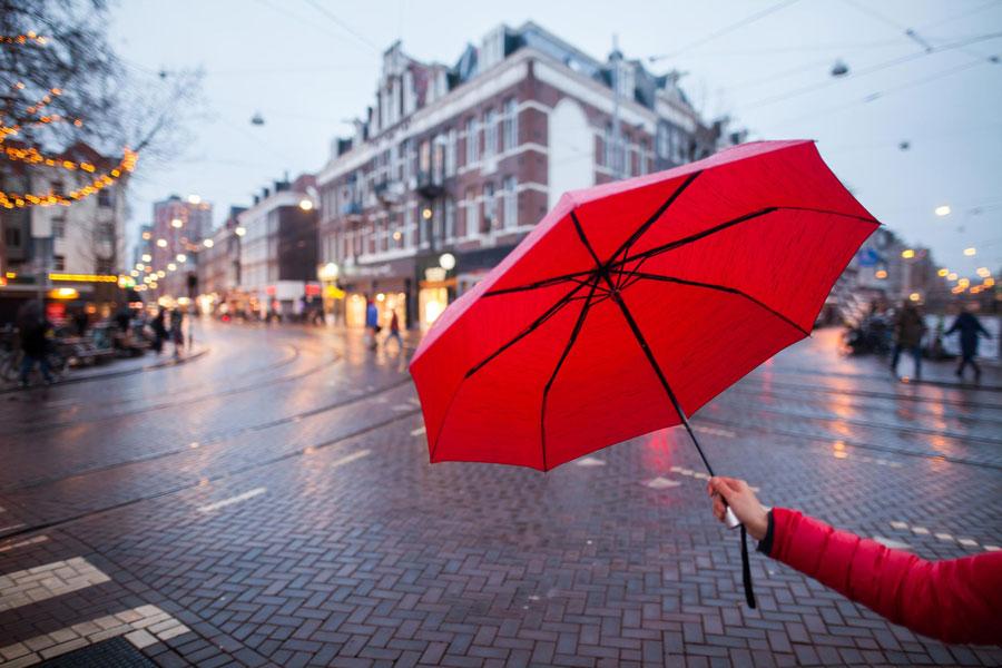 یک روز بارانی در آمستردام هلند