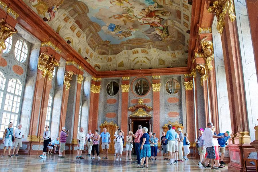 نمای داخلی صومعه مِلک اِبِی اتریش