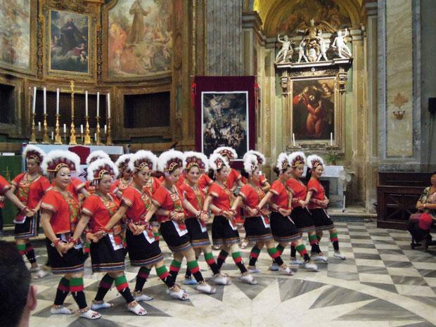 رقص های سه نفره در رم ممنوع!